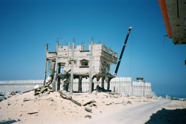 Al Tofah, wall and shattered building